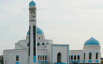 Белгілі тележүргізуші анасын мешіт имамының құдаймен қорқытып жүргенін мәлімдеді