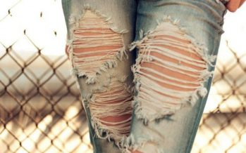 Иран полициясы жыртық джинсы киген қыздарды аяусыз сабайды екен (ФОТО)