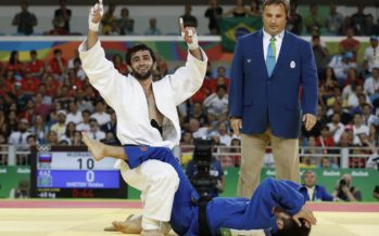 Олимпиада жүлдегері Елдос Сметов белгісіз балуаннан ұтылып қалды