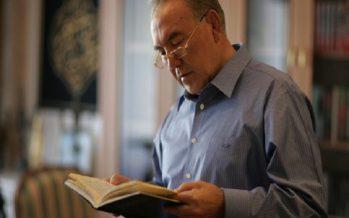 Назарбаев: Мен туралы жазылған өлеңдер мен түсірілген фильмдер маған ұнамайды