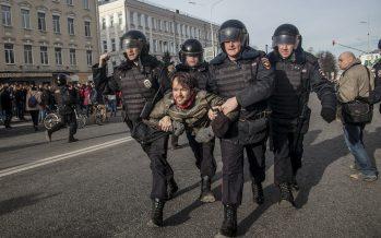 Ресейде мыңдаған адам билікке қарсы митингке шықты (ФОТО)