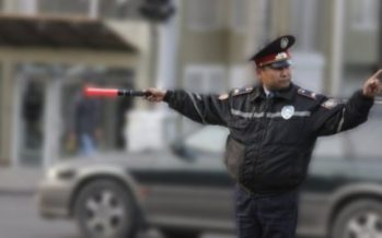 Сенат депутаты жол полицияларына «таяқтарын» қайтарып беруді сұрап отыр