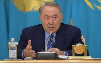 Назарбаев жыл соңына дейін латын әліпбиіне көшу жобасын даярлауды ұсынды