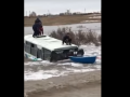 Ақмола облысындағы суға батқан автобустан балаларды құтқару сәті түсірілген видео жарияланды