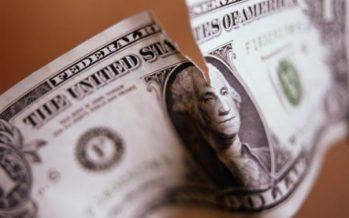 5 жасар бала ата-анасы үйде жасырып жинаған 7 мың долларды жыртып тастады