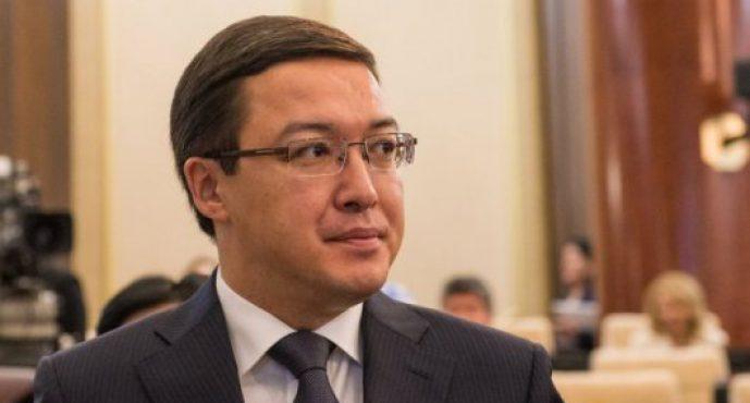 Әзербайжан банкіне зейнетақы қаржысын Ұлттық банктің экс-қызметкерлері салған