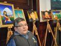 Мүгедек суретші туған жеріндегі жолдарды жөндеу үшін картиналарын аукционға шығарды