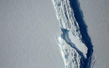 Антарктидада салмағы триллион тонна болатын айсберг мұздықтан бөлініп кетті
