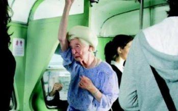 Ғалымдар автобуста егде жастағы адамдарға орын бермеуге кеңес берді